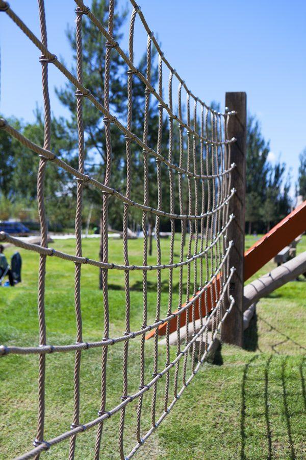 Outdoor climbing net